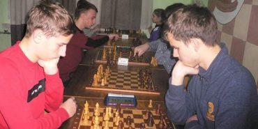 """Коломийські шахісти здобули """"золото"""" і два """"срібла"""" на обласному турнірі. ФОТО"""