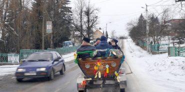 На Коломийщині легковик збив пішохода, обганяючи віз