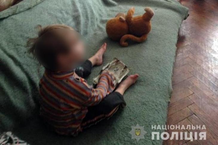 Коломиянку притягнули до відповідальності за неналежний догляд за дітьми. ФОТО