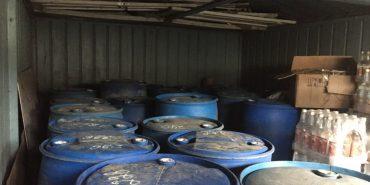 З гаража прикарпатця вилучили незаконні алкогольні напої на суму 2 млн. 311тис.грн. ФОТОФАКТ