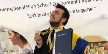 """Українець, який придумав, як із листя виготовляти папір, отримав """"золото"""" на олімпіаді в США"""