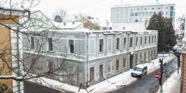 На вулиці Драгоманова розбирають старий адмінбудинок. Що там буде?