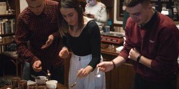 Дівчина з ароматом кави. Як коломиянка стала капером і тренером з дегустації кави за кордоном. ФОТО