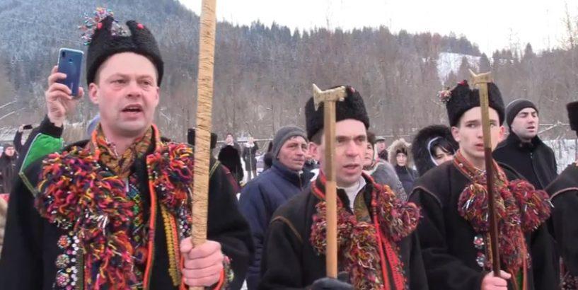 """""""Коляжа на Видорші"""": як гуцули колядують на Водохреща дотримуючись стародавніх традицій (фото+відео)"""