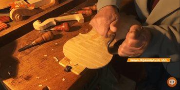 Він розгадав секрет Страдіварі: на Коломийщині майстер створює унікальні скрипки. ВІДЕО