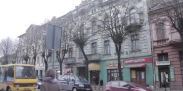 На Івано-Франківщині руйнується історичний будинок – мешканців евакуювали. ВІДЕО