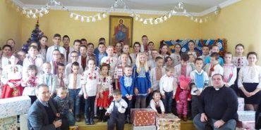 """Чеські доброчинці привезли до Коломиї подарунки для дітей """"Карітасу"""". ФОТО"""