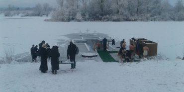 На Шевченківському озері у Коломиї чергують медики і рятувальники. ФОТО
