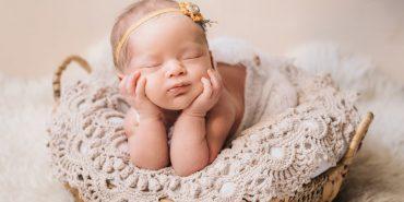 На Франківщині набирає популярності newborn-фотографія з немовлятами. ФОТО