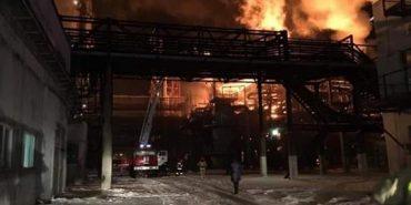Пожежа на хімзаводі у Калуші: загрози людям та навколишньому середовищу немає
