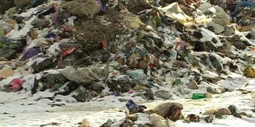 Звозять звідусіль: Городенківщина потерпає від сміттєзвалища. ВІДЕО