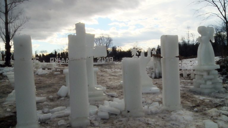 Льодове містечко, яке щороку споруджують на Коломийщині, не дочекалося Водохреща