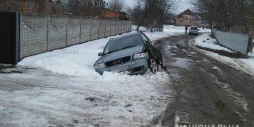Мешканець Прикарпаття викрав автомобіль та заїхав на ньому в кювет. ФОТО