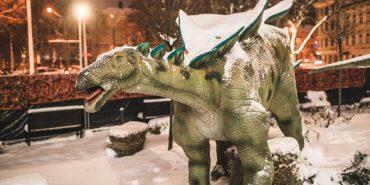 Скульптор з Коломиї майструє моделі динозаврів великих розмірів. ФОТО