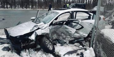 Не впорався з керуванням і в'їхав у електронну опору: в ДТП на Прикарпатті загинув 30-річний водій. ФОТО