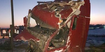 Жахлива ДТП: поблизу Франківська потяг протаранив вантажівку. ФОТО