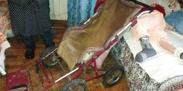 Небайдужих прикарпатців просять допомогти купити візок для дівчини з ДЦП, яку доглядає 78-річна бабуся
