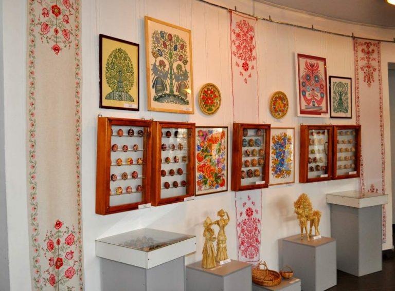 У Коломиї відкрили виставку спілки майстрів народного мистецтва України