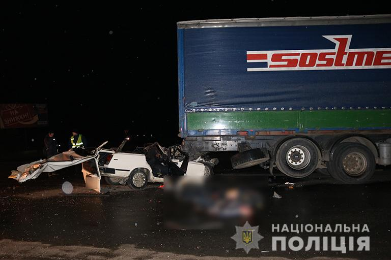 У смертельній аварії на Франківщині загинули 29-річна жінка і 40-річний чоловік. ФОТО+ВІДЕО