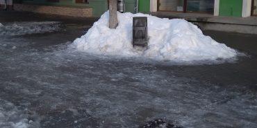 Прибирання снігу комунальниками продовжує вражати
