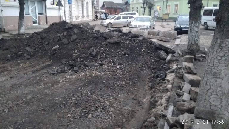 На вулиці С. Стрільців тривають ремонтні роботи