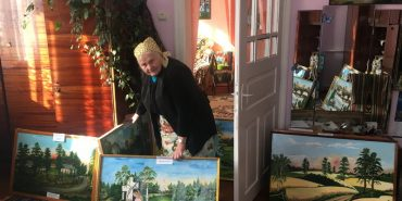 Історія пенсіонерки з Тлумацького району, яка довго приховувала, що малює картини. ФОТО