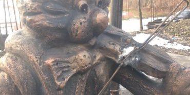 У Коломиї вандали пошкодили пам'ятник котові Ґудзику. ФОТОФАКТ