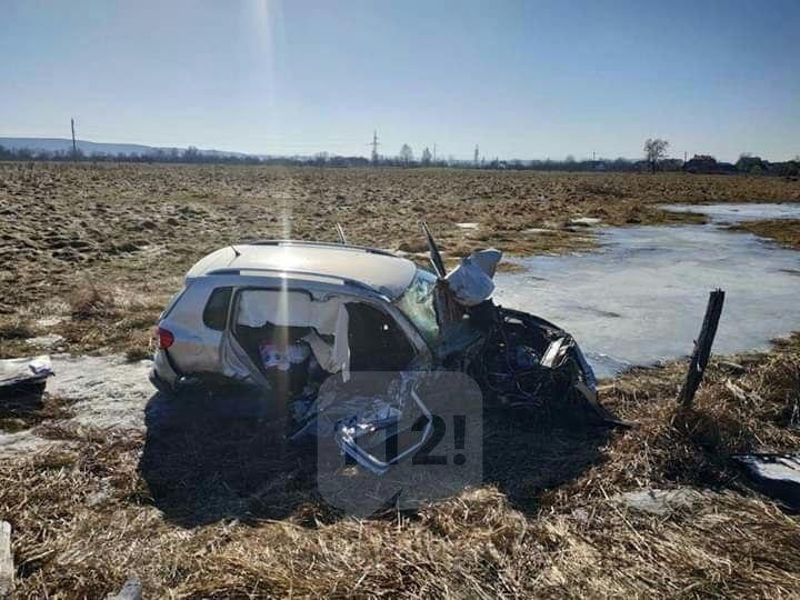 ДТП на Прикарпатті: зіткнулись два авто – загинула пасажирка, двоє в лікарні. ФОТО