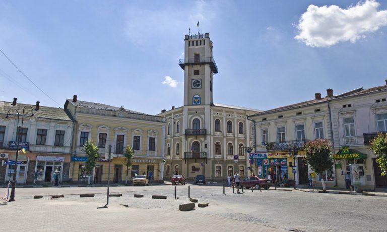Центральну вулицю Коломиї планують повністю викласти гранітом