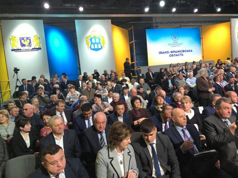 У Коломиї розпочинається Рада регіонального розвитку за участі Порошенка та кількох міністрів. ФОТОФАКТ