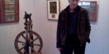 Художник з Прикарпаття продає картини, щоб заробити кошти на операцію