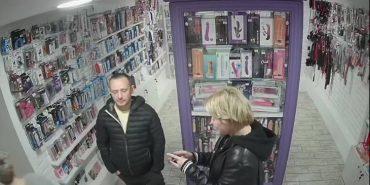 Розшукують прикарпатця, який обікрав секс-шоп. ФОТО