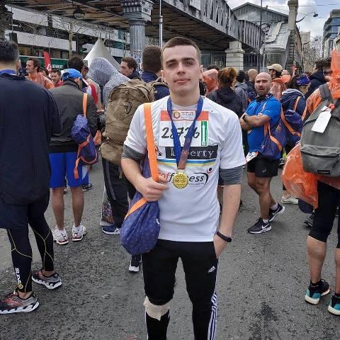 Коломиянин Назар Семанчук пробіг півмарафон у Парижі і готується до марафону в Чехії. ВІДЕО