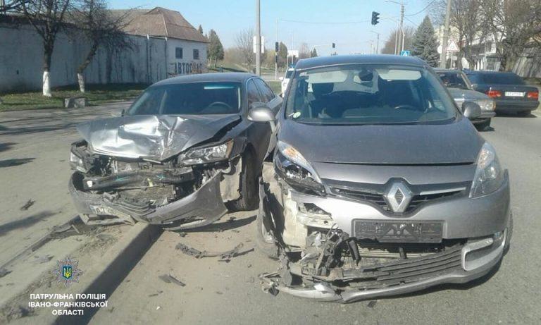 На Франківщині у ДТП постраждало двоє людей. ФОТО