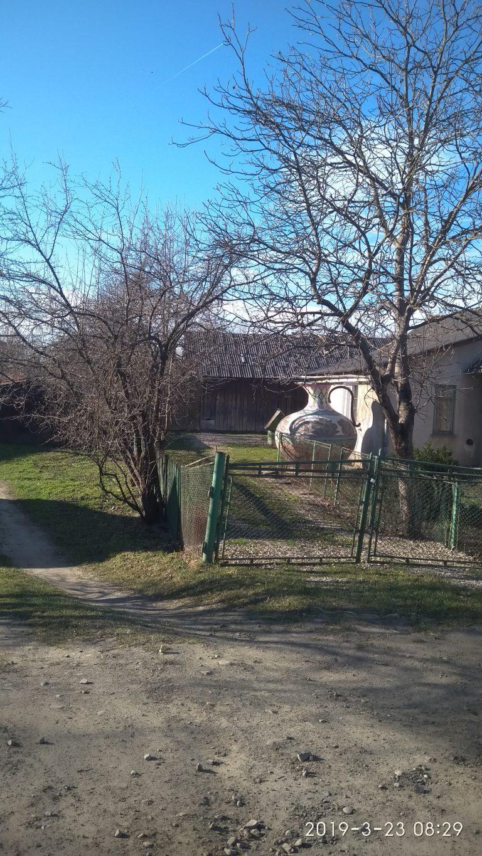 В Коломиї на приватному подвір'ї є цікава споруда - великий глечик