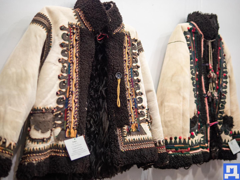 У Коломиї відкрили виставку одягу середини 20 століття (фоторепортаж)