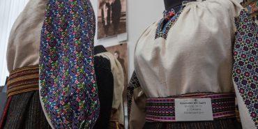 Замість гачів – штани-галіфе, замість запасок – плюшеві спідниці. У музеї Гуцульщини відкрилася унікальна виставка. ФОТО