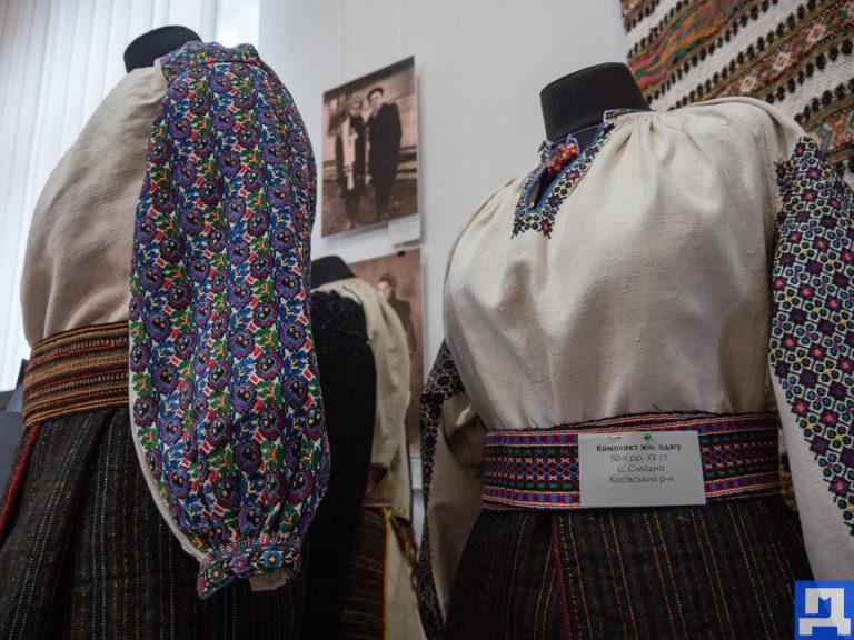 Замість гачів - штани-галіфе, замість запасок - плюшеві спідниці. У музеї Гуцульщини відкрилася унікальна виставка. ФОТО