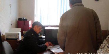 На Прикарпатті чоловік намагався дати дільничному  3000 грн хабара, щоб уникнути відповідальності. ФОТО