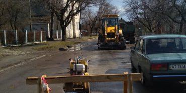 На вул. Довбуша в Коломиї реконструюють водогін. ФОТОФАКТ