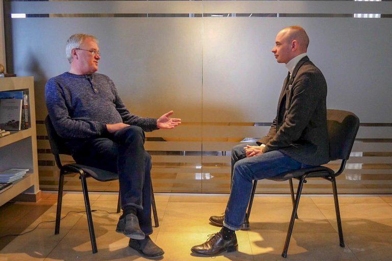 """Відео. Корупція, дороги, вода і самокритика. Ексклюзивне інтерв'ю Ігоря Слюзара для """"Дзеркала медіа"""""""
