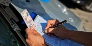 У Коломиї засудили водія, який їздив з підробленим посвідченням, купленим на Торговиці