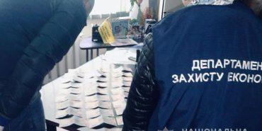 Прикарпатські поліцейські затримали керівника облавтодору з 15000 грн хабара. ФОТО
