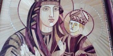 Жінка з Прикарпаття заснувала першу в Україні школу іконоаплікації