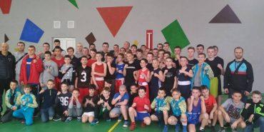 Коломийські тренери вчили боксувати юних спортсменів з Франківська і Чернівців
