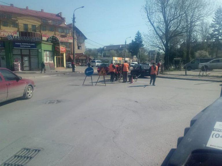 У Коломиї триває поточний ремонт по вулиці Мазепи. ФОТОФАКТ