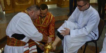 У Катедральному соборі Коломиї священнослужителі провели чин умивання ніг. ФОТО