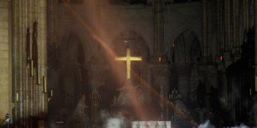 У мережі з'явилися перші фото з Собору Паризької Богоматері після пожежі