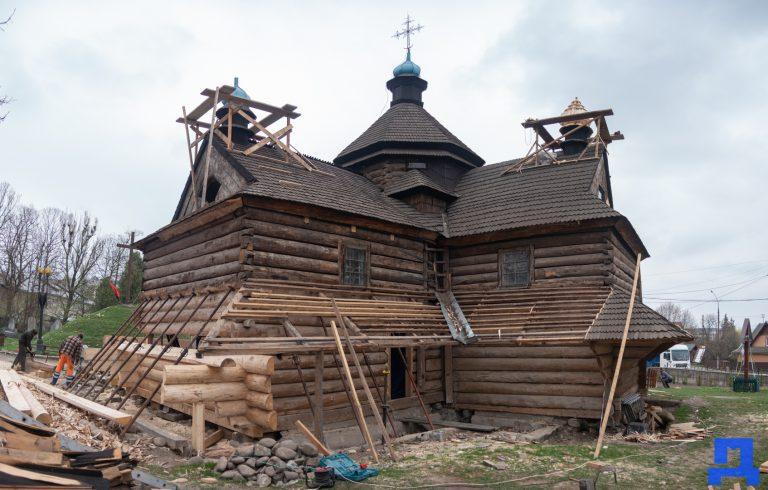 """""""Чи потрібно робити реставрацію церкви Благовіщення?"""" Встигніть взяти участь в опитуванні """"Дзеркала"""""""