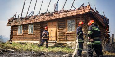 """Пожежі, аварії та коти на деревах. Журналістка """"Дзеркала"""" провела день з рятувальниками"""